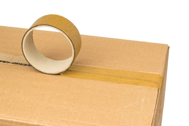 접착 테이프로 우편물 포장