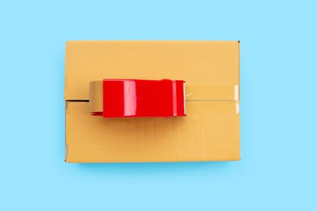 青の段ボール箱の包装テープディスペンサー。上面図