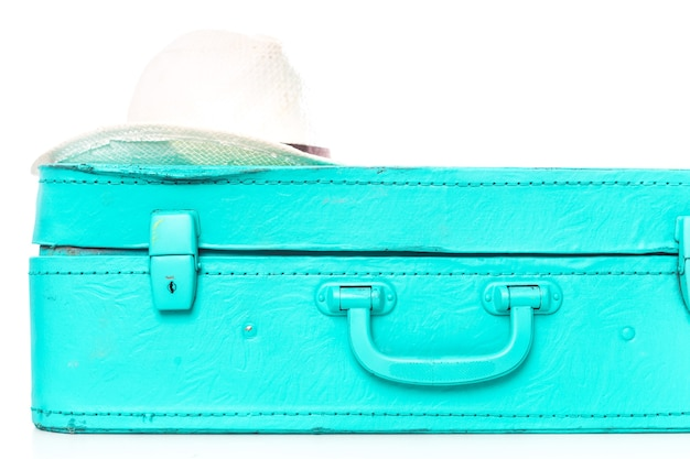 白で隔離される旅行のためのパッキングスーツケース