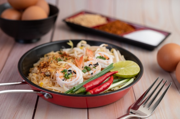 Pad thai fresh shrimp in a pan.