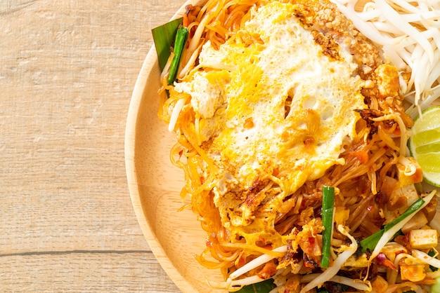 パッタイ-タイ風炒め麺と卵-アジア料理スタイル