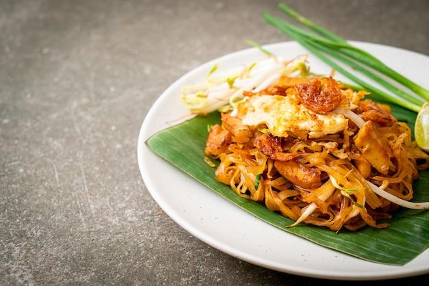 Pad thai - stir-fried rice noodles with  dried salt shrimp and tofu