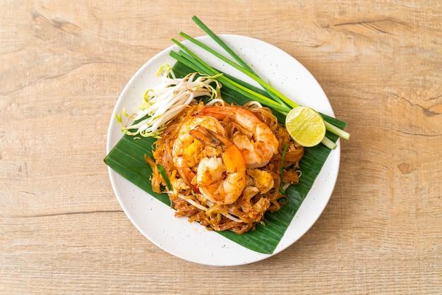 パッタイ-エビのビーフン炒め-タイ料理スタイル