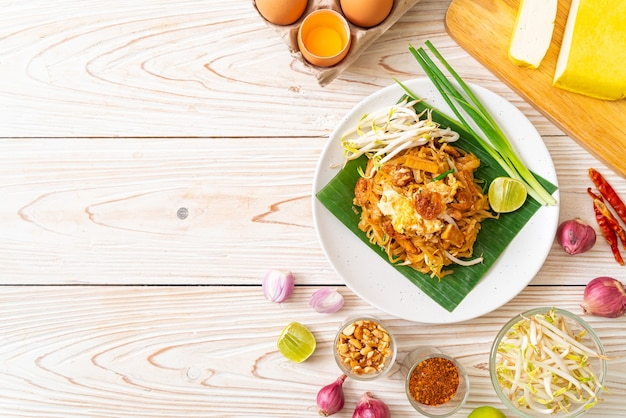 Пад тай - жареная рисовая лапша