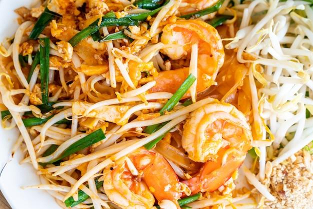 Pad тайский (жареная рисовая лапша с креветками)