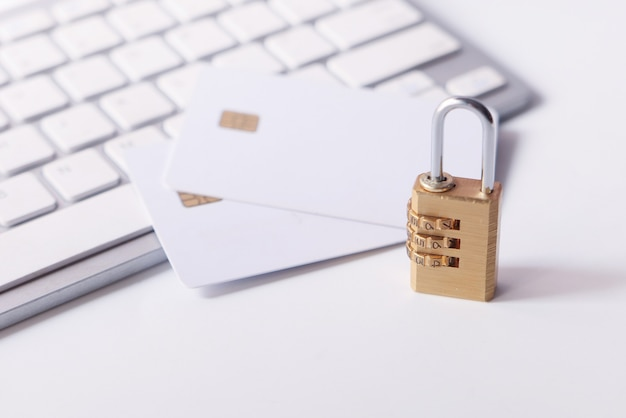 신용 카드, 인터넷 데이터 개인 정보 보호 정보 보안 개념에 자물쇠