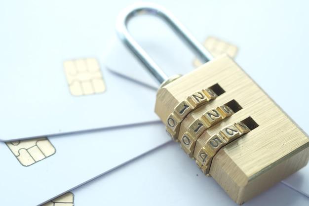 신용 카드 인터넷 데이터 개인 정보 보호 정보 보안 개념에 자물쇠