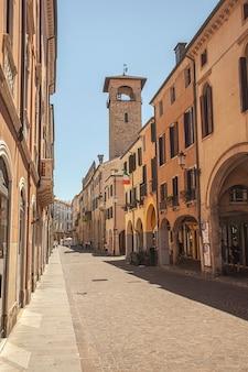 Падова, италия 17 июля 2020 г .: аллея умберто i в падуе, италия