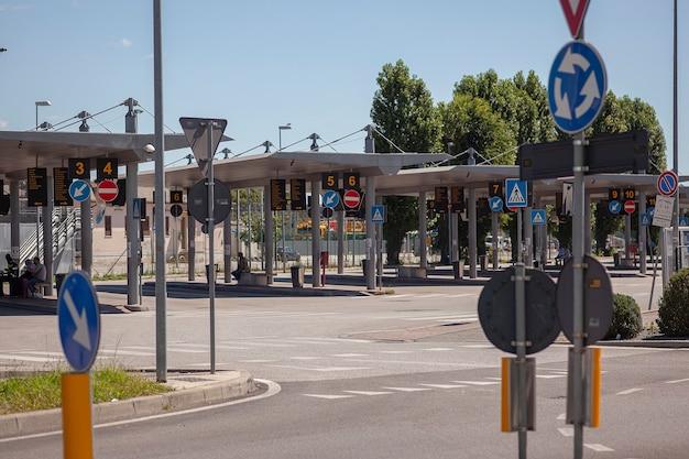 2020年7月17日、イタリア、パドヴァ:イタリア、パドヴァのバス停