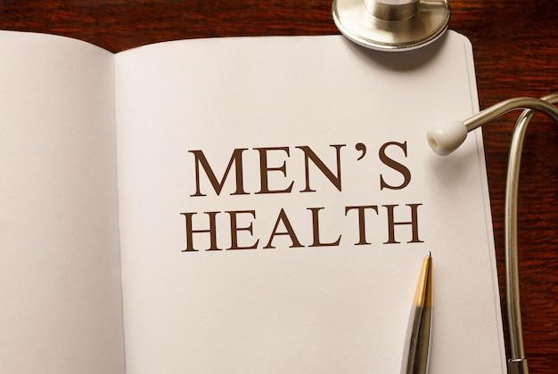 Страница с мужским здоровьем на столе со стетоскопом, медицинская концепция