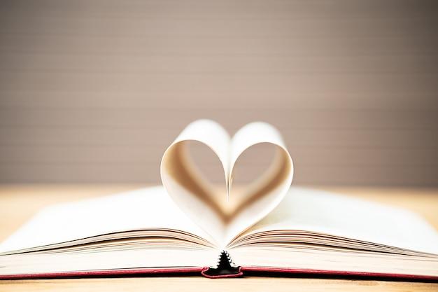책 곡선 심장 모양의 페이지