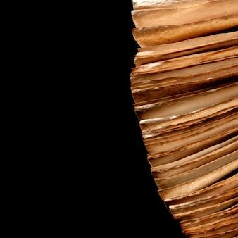 블랙에 고립 된 오픈 고 대 책의 페이지