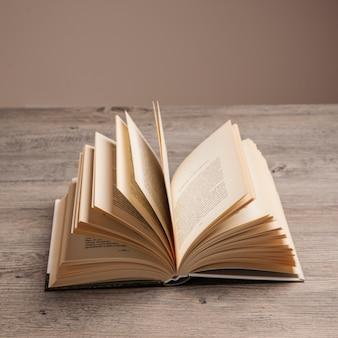 Pagine di libro aperto