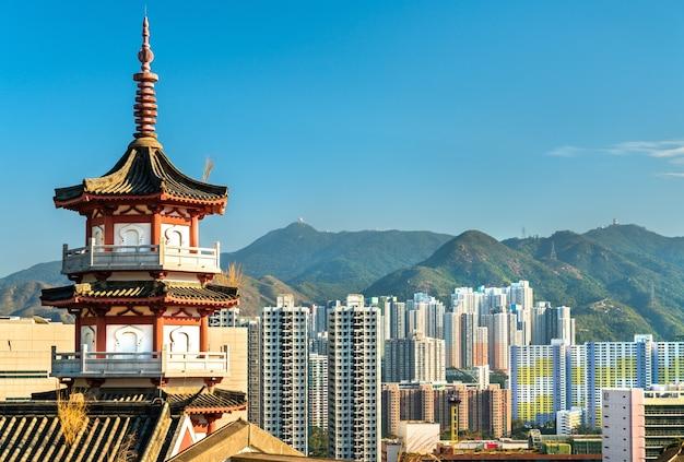 Пагода в колумбарии по фук хилл в гонконге, китай