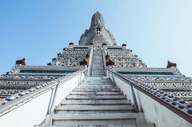 Pagoda at wat arun ratchawararam ratchaworamahawihan or wat jaeng, bangkok, thailand. beautiful of historic city at buddhism temple.