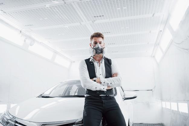 Покрасьте машину в просторном автосервисе.