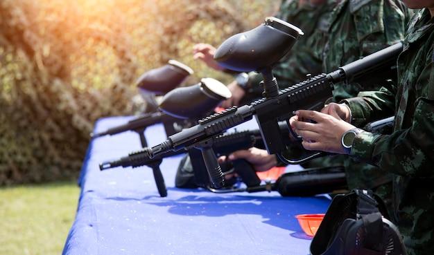 Цель шара краской для практики с зеленым солдатом бункера