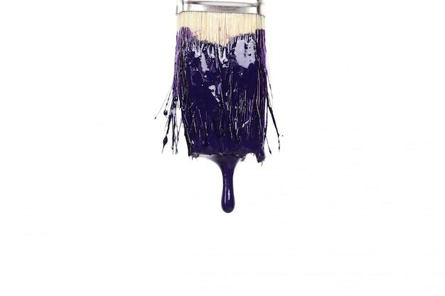 액체 페인트로 페인트 브러시