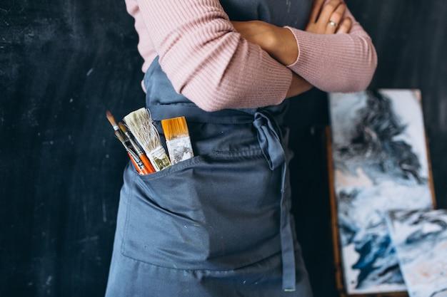 Кисти для рисования в кармане крупным планом