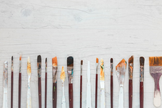 Paint brushes and knives for art