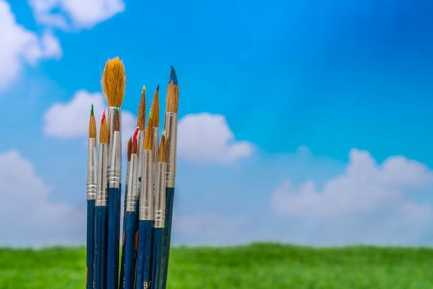 Paintbrush с голубым небом