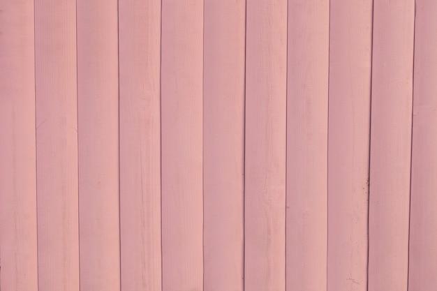 塗られた淡いピンクの素朴な木の板の背景。塗装された板のテキスト材の地面のためのスペース。水平方向の色付きの写真。