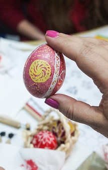 Раскрашивание пасхальных яиц