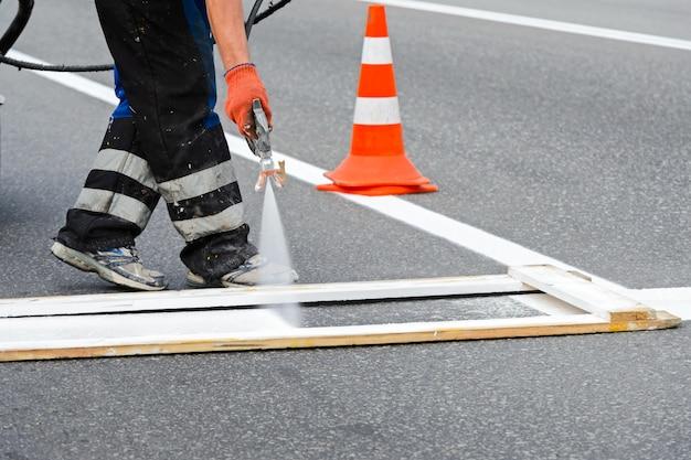 噴霧器による道路の塗装