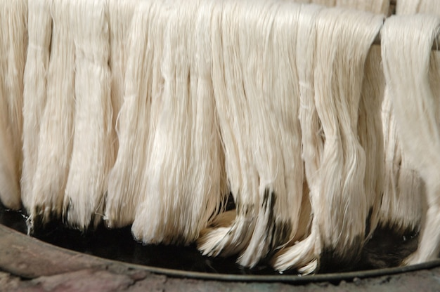 Painting threads and yarns. dyeing of finished yarn