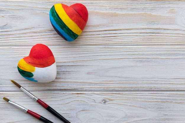 Paints a heart with rainbow colors, the concept of tolerance to sexual orientation.