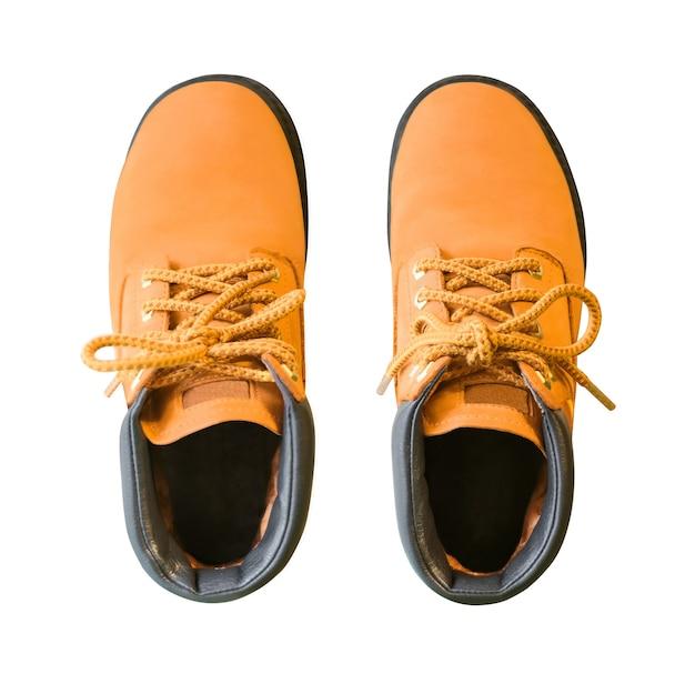 흰색 배경에 고립 된 끈으로 부츠 한 켤레. 가죽 신발의 상위 뷰