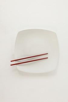 皿に箸のペア