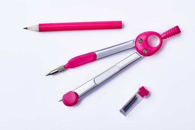 コンパスと鉛筆のペア。予備のグラファイトロッドの箱。