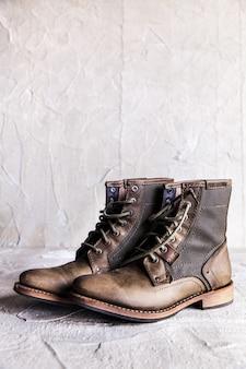 新しいブーツのペア