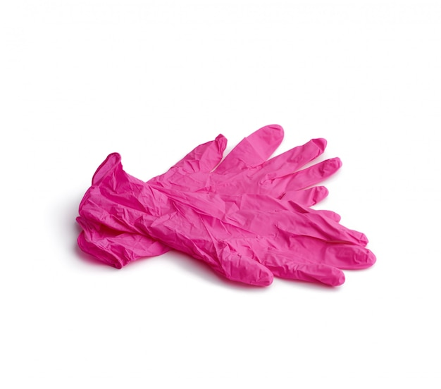 白い背景に分離されたピンクのラテックス手袋のペア