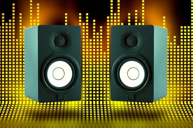イコライザー音波背景を持つプロの高品質モニタースピーカーのペア