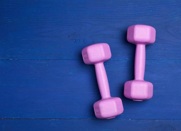 Pair pink plastic dumbbells of one kilogram