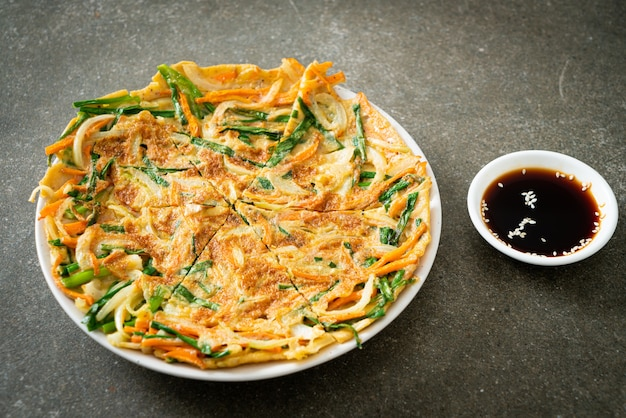 파전 또는 한국 팬케이크 또는 한국 피자 - 아시아 음식 스타일