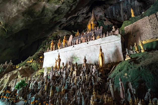 라오스 루앙프라방 인근 메콩강에 있는 팍우 동굴... 5000불의 동굴
