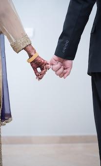 インドの花嫁は手をつないでパキスタンの花婿