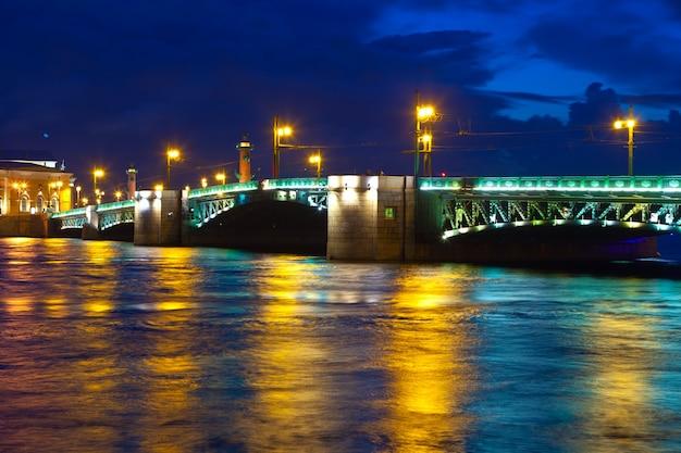 Дворец мост в ночное время