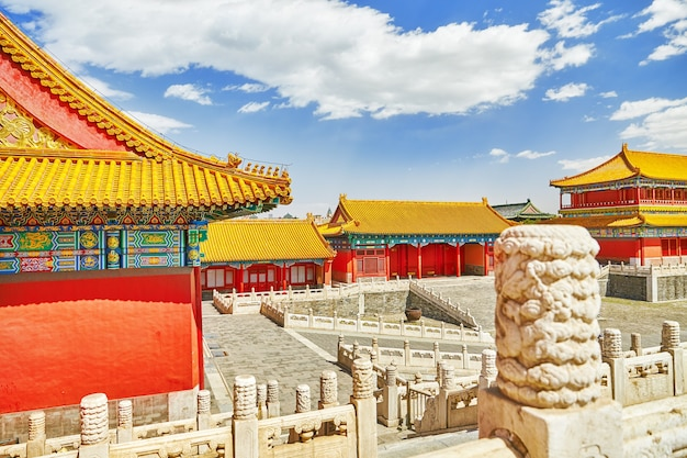 Дворцы, пагоды на территории музея запретный город в пекине в самом центре города, китай.