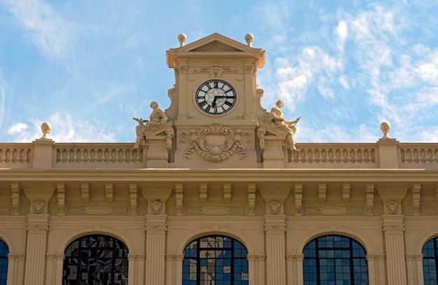 古い建物の正面玄関palacio dos correios、サンパウロ