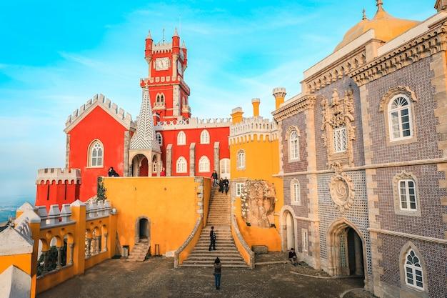 ペナ国立宮殿(palacio nacional da pena)サンペドロデペナフェリムにあるロマン主義の宮殿