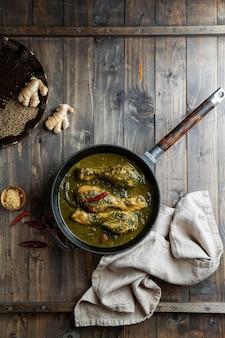 Palak chicken 또는 chicken saag, 전통 인도 또는 파키스탄 음식