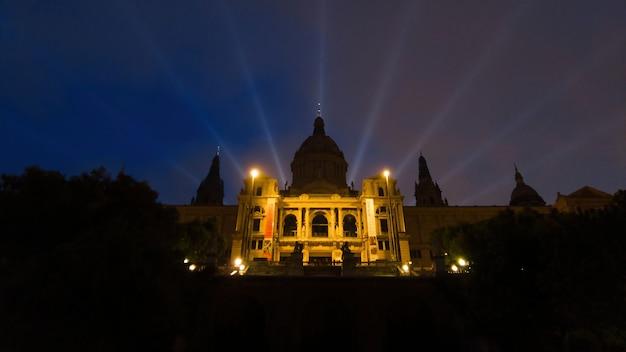 Il palau nacional di barcellona di notte, luci notturne, spagna