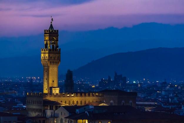 イタリア、フィレンツェのパラッツォデッラシニョーリア夜景パノラマ