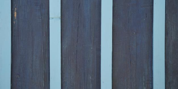 Бледно-голубые и темно-серые полосатые деревянные планки текстуры деревянный серый фон