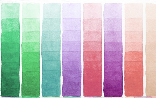 白い紙に描かれた色合いの水彩画の異なる色のパレット。ペイントスペクトルのサンプル。