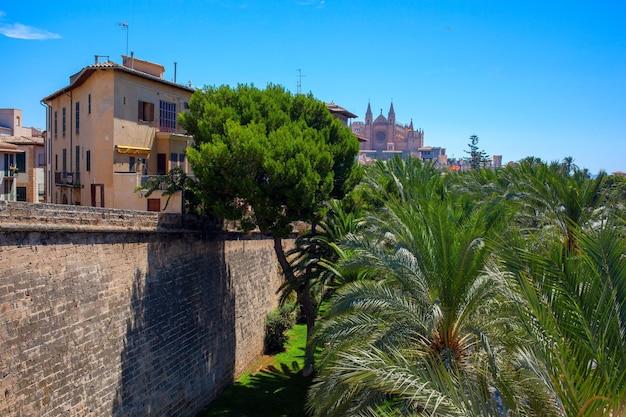 아름다운 관광 명소가있는 스페인의 팔마 데 마요르카 시티